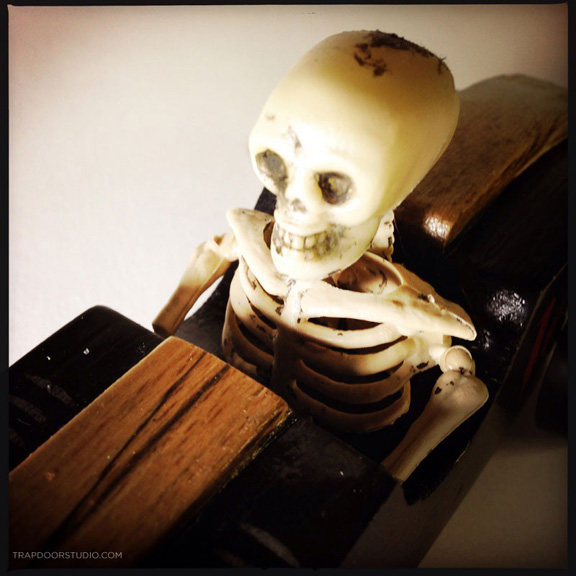 pinewood-burninhell-skeleton-detail-arvizu